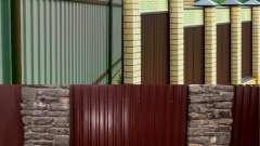 З яких матеріалів потрібно робити стовпи для паркану з профнастилу?