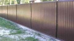 Як правильно зробити паркан з металевого профілю