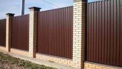 Різновиди парканів з металу і їх особливості
