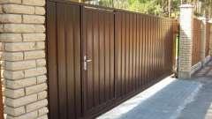 Будуємо паркани з профнастилу з хвірткою